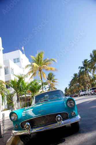 Aluminium Prints Old cars Old car in miami beach