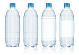 Cztery plastikowe butelki z wodą