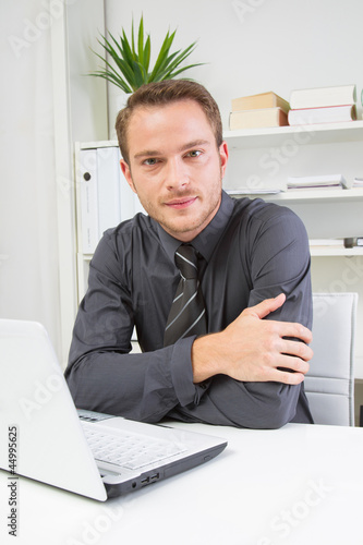 Seriöser junger Mann im Büro Stock Photo | Adobe Stock