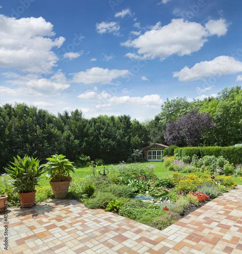 Gartenanlage mit Teich und Terrasse - Buy this stock photo and ...