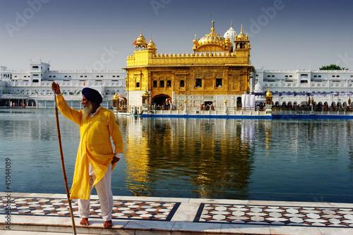 Spoed Foto op Canvas Bedehuis golden temple guard