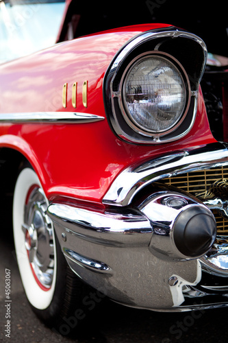 klasyczny-reflektor-samochodowy