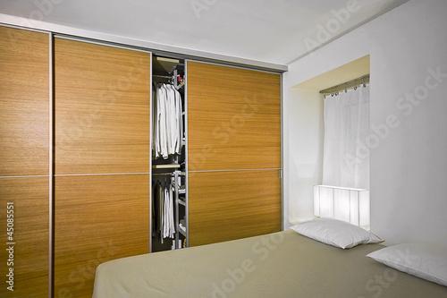 Moderna camera da letto con armadio di legno Wall mural