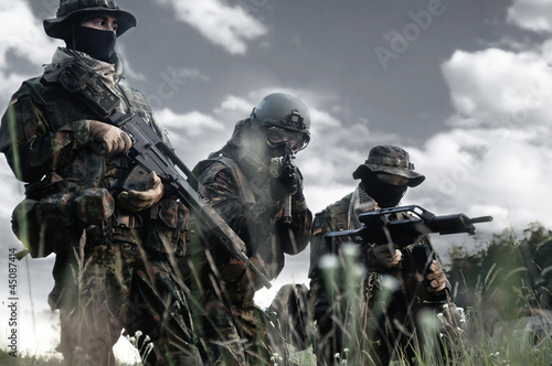 Fotografia  Bundeswehr soldiers in full gear