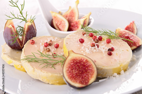 Photo Stands Ready meals plate with foie gras and fresh fig