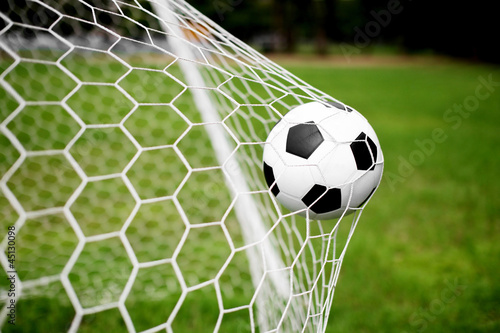 Foto Rollo Basic - soccer ball in goal (von beachboyx10)