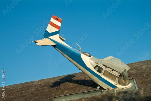Flugzeug Dach Absturz Gag
