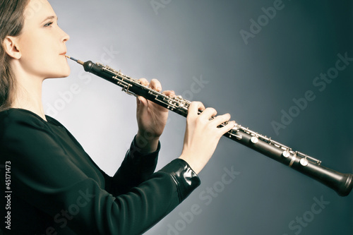 Papiers peints Musique Classical musician oboe playing