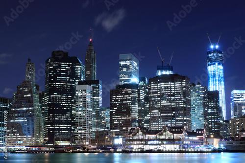 manhattan-skyline-at-night-nowy-jork