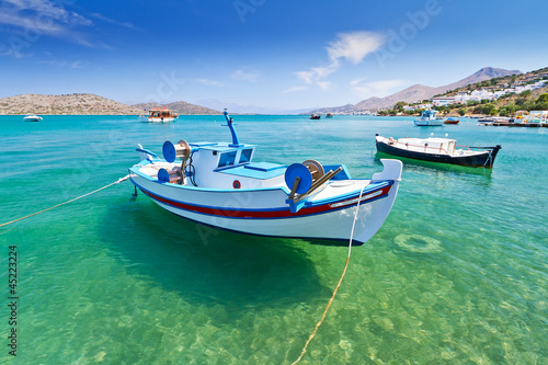 Cadres-photo bureau Olive Fishing boats at the coast of Crete, Greece