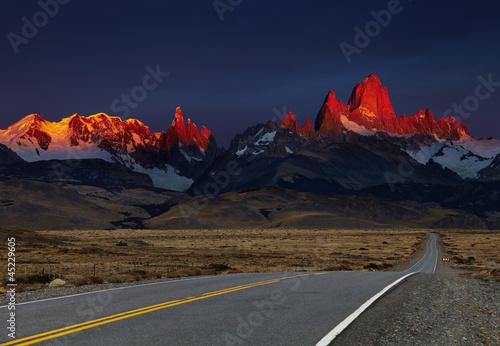 gora-fitz-roy-przy-wschodem-slonca-patagonia-argentyna