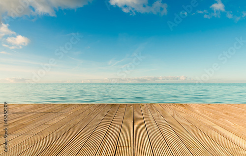 Foto-Leinwand - Beautiful seascape with empty wooden pier (von Rene Hartmann)