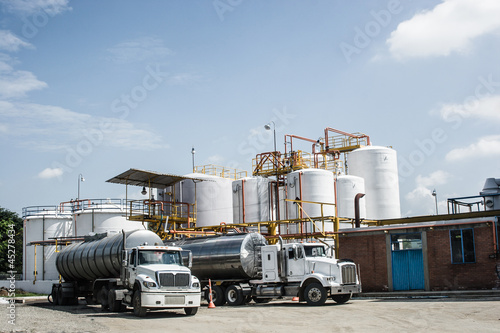 Fényképezés  Chemical Storage Tank And Tanker Truck