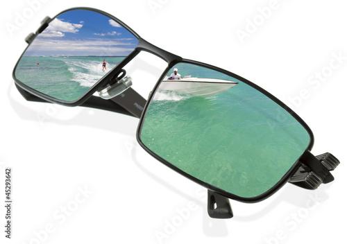 3f4f6081bf7ba ski nautique sur lunettes de soleil - Buy this stock photo and ...