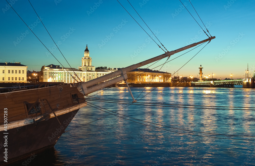 Photo  St.Petersburg, Russia. Neva River and Spit of Vasilyevsky Island