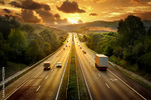Photo sur Toile Autoroute nuit Highway trafin in sunset