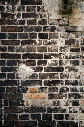 ciemny-mur-z-cegly