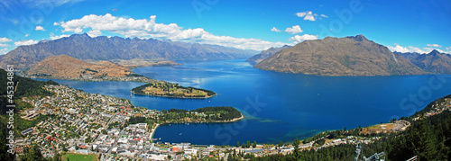 Montage in der Fensternische Neuseeland Queenstown, resort town in Otago in South island of New Zealand