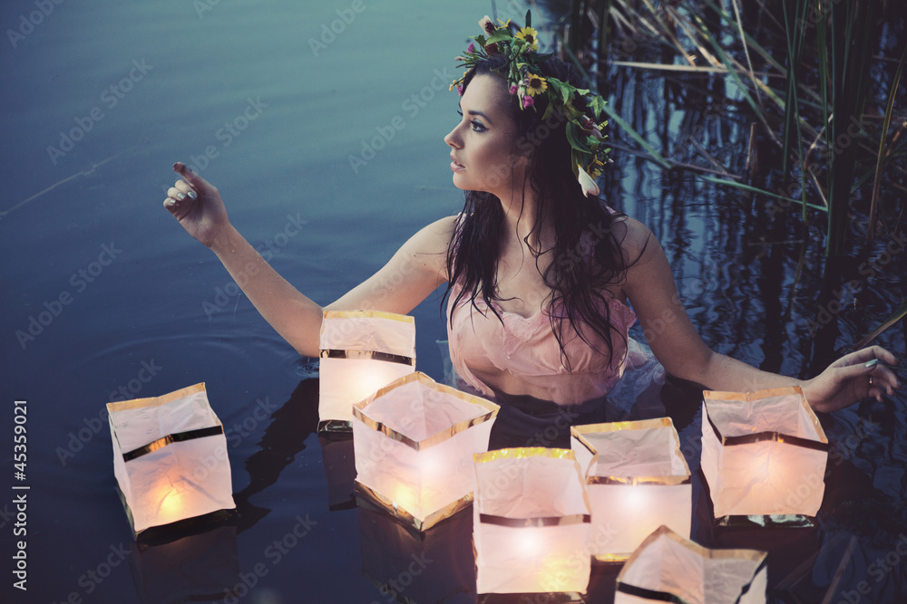 Doppelrollo mit Motiv - Young woman with lanterns