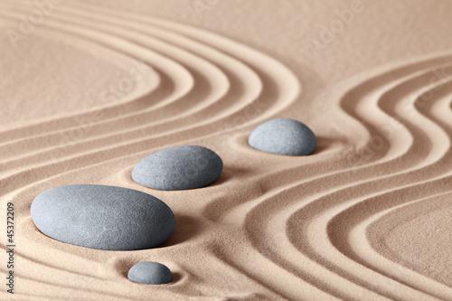 Foto op Plexiglas Stenen in het Zand zen garden stones