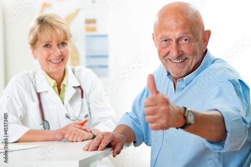 einzelne bedruckte Lamellen - Patient in der Arztpraxis (von Alexander Raths)