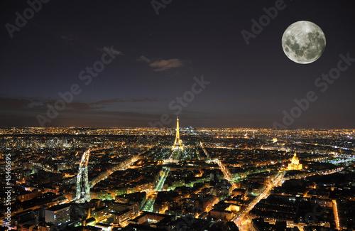 Poster de jardin Paris PARIS - APRIL 4: Eiffel Tower at night April 4, 2010 in Paris, F