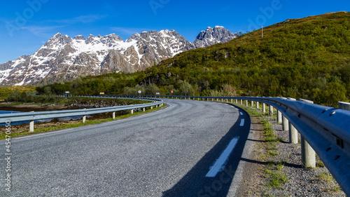 Foto auf Leinwand Skandinavien Bergstrasse in Norwegen