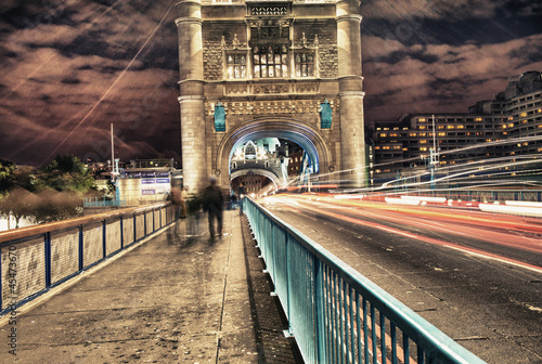 tower-bridge-w-londynie