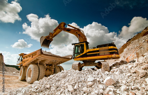 Fotografia bulldozer excavator in quarry