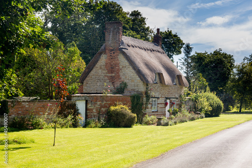 Photo  Old cotswold stone house in Honington