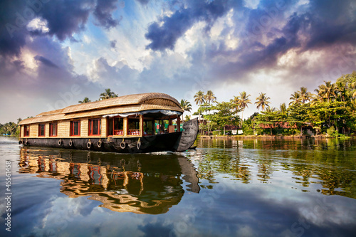 Photo House boat in backwaters