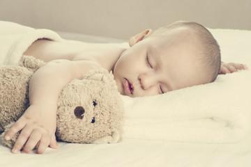 Śpiący noworodek