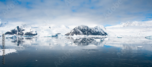 Foto auf Gartenposter Antarktika Beautiful panorama of mountains