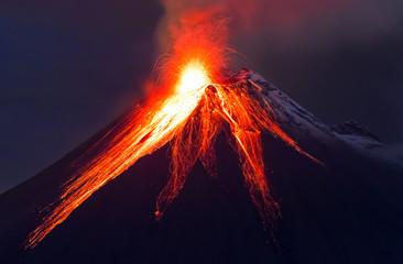 Obraz na Szkle Góry Close up volcano eruption (Tungurahua)