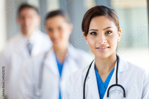 Fotografía  beautiful healthcare workers portrait in hospital