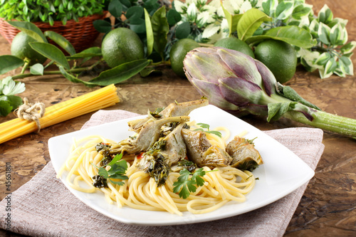 Spaghetti with artichokes and parsley Canvas Print