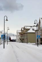 Vista De Una Calle En Un Pueblo Noruego