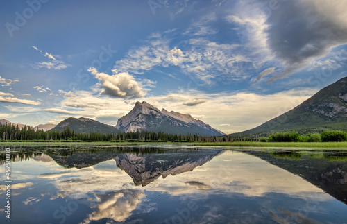 Fototapete - Vermilion Lakes Perfect Reflection