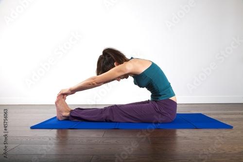 woman stretching Fotobehang