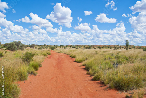Poster Oceanië Unsealed road leading through Outback