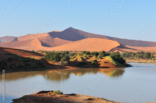 Cadres-photo bureau Desert de sable A flooded Sossusvlei in the Namib Desert