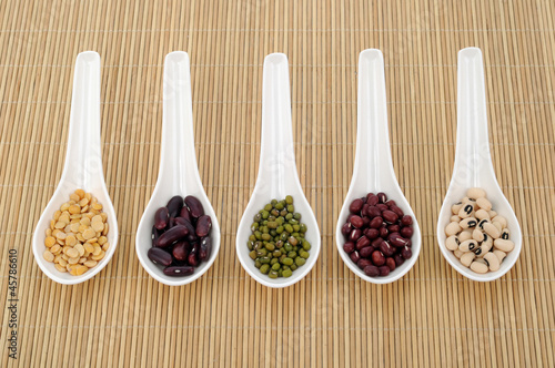 Fototapety, obrazy: five kinds of bean with spoon on bamboo mat