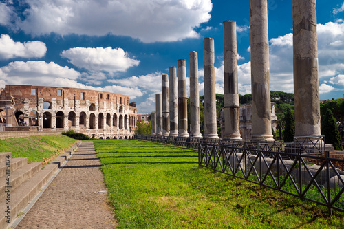 Photo  Vew of the Colosseum in Rome, Italy