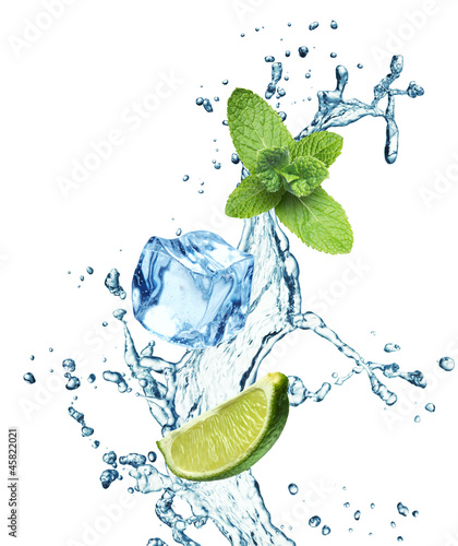 Poster Opspattend water Ice cubes, mint leaves and lime on a white