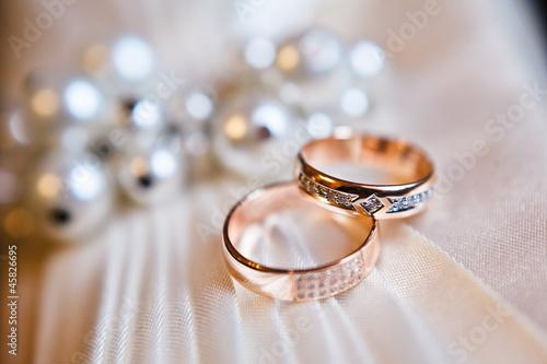 gold wedding rings Canvas Print