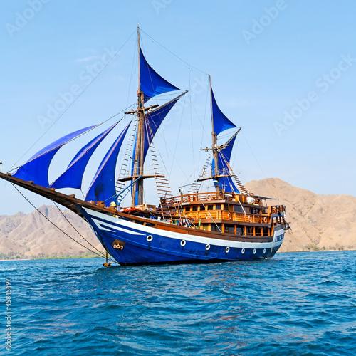 Keuken foto achterwand Schip Vintage Wooden Ship with Blue Sails