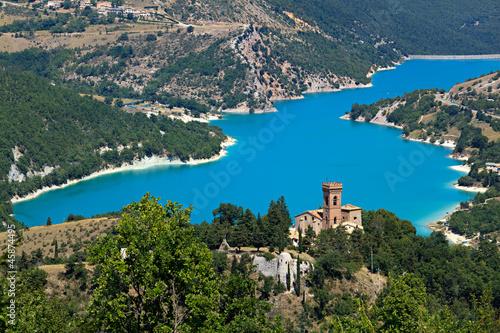 Parco Nazionale dei Monti Sibillini, il lago di Fiastra Wallpaper Mural