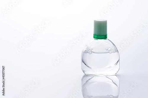 Fotografie, Obraz  白背景に目薬の容器