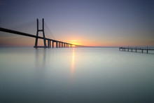 Nascer Do Sol E Ponte Vasco Da Gama
