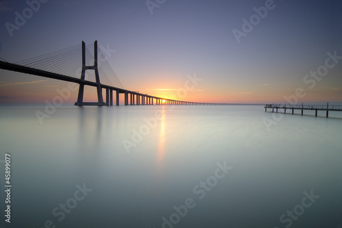 Nascer do sol e ponte Vasco da Gama Canvas Print
